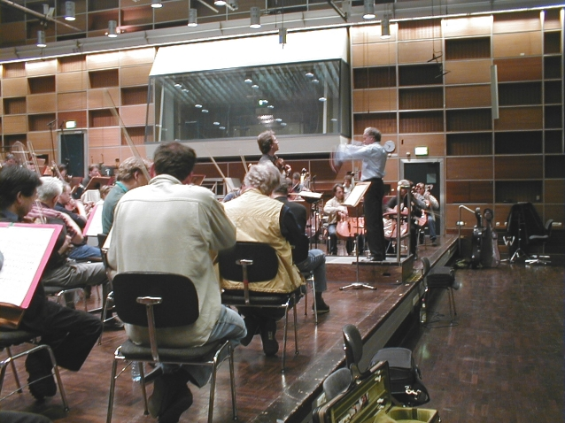 Marcello Viotti mit dem Violonisten Ingolf Turban im Studio 1 des BR
